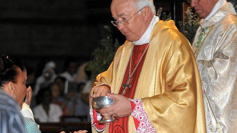 Abp Józef Wesołowski podczas konsekracji mszy świętej