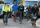 Londyn zainwestowa� w autostrady dla rowerzyst�w. Tylko dlaczego gin� na nich ludzie?