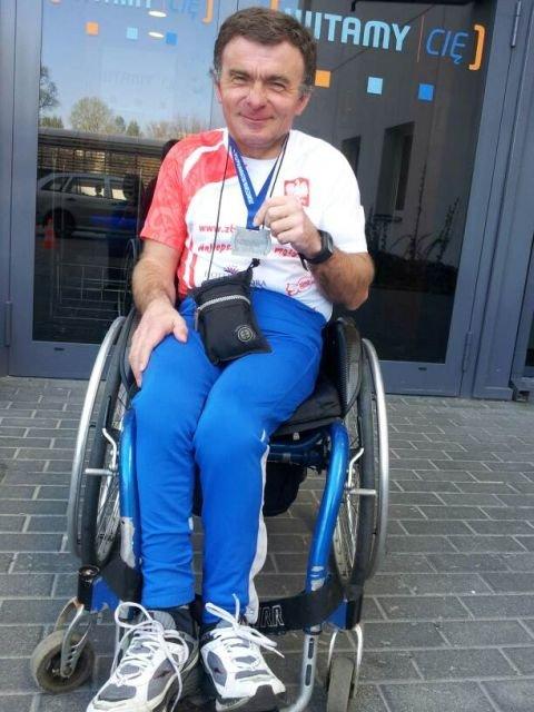 Zbigniew Stefaniak z medalem 9. PZU Półmaratonu Warszawskiego