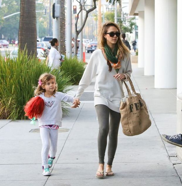 Jessica Alba and Honor went shopping at the Crate & Barrel store in Beverly Hills. Jessica also stopped at Starbucks for a caffeine fix.  Pictured: Jessica Alba and Honor
