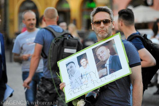 Zdjęcie numer 2 w galerii - Łagodne zarzuty dla policjantów w sprawie śmierci Igora Stachowiaka.