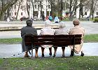Widok starszych osób źle wpływa na rozwój dziecka? Tak twierdzi PiS. I proponuje szokujące rozwiązanie