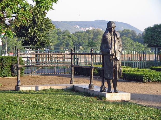 Władze Budapesztu usuną pomnik słynnego filozofa. Za żydowskie pochodzenie?