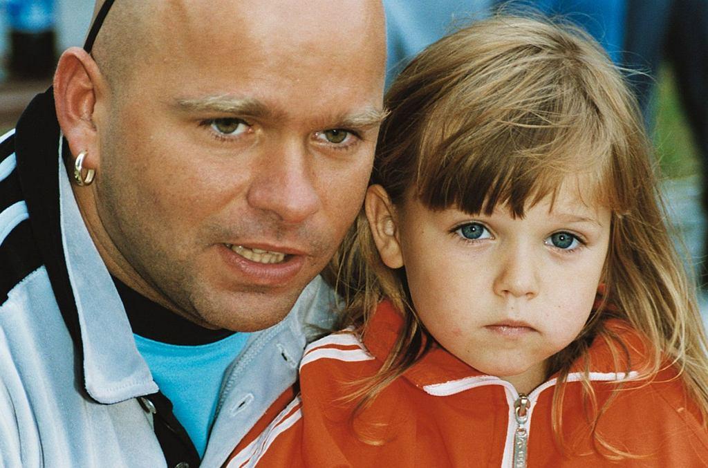 Klaudiusz Ševković był jednym z najbardziej lubianych uczestników polskiej edycji 'Big Brothera'. Będąc w domu Wielkiego Brata często opowiadał o swojej rodzinie. Jego córka, Vanessa, miała wtedy 4 lata i była słodką dziewczynką. Dziś ma 20 lat i wyrosła na prawdziwą seksbombę.