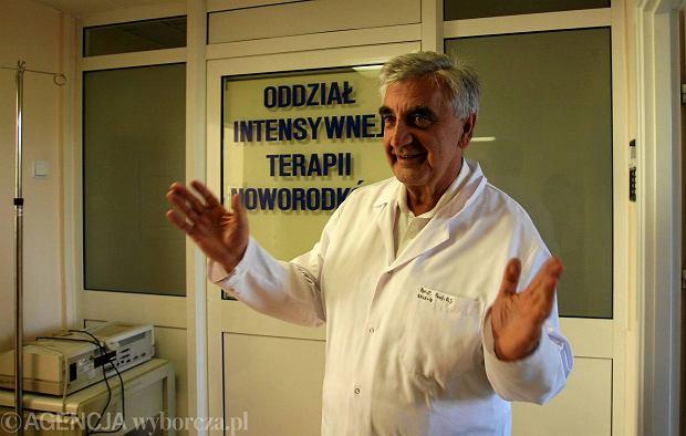 """Konsultant ds. ginekologii podpisa� """"Deklaracj� wiary"""". Czy powinien by� usuni�ty ze stanowiska?"""