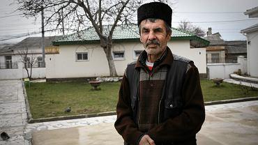 Tatar przy meczecie w Symferopolu
