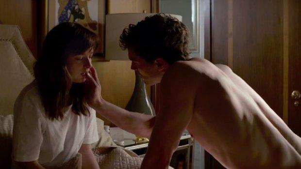 """Czego m�czy�ni dowiedzieli si� o kobietach z erotycznego hitu """"Pi��dziesi�t twarzy Greya""""? [felieton]"""
