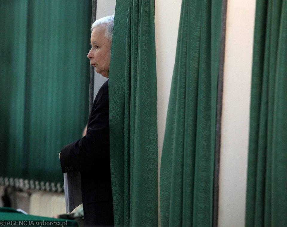 Wybory do PE. Prezes PiS Jarosław Kaczyński głosował w lokalu wyborczym na warszawskim Żoliborzu
