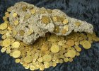 Odkryli hiszpa�ski skarb. 300-letnie z�ote monety le�a�y tu� przy pla�y