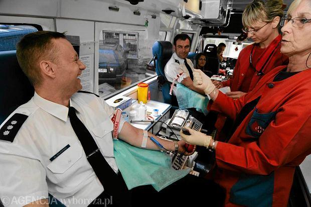 Policjanci byli wcześniej nawet zachecani przez swoich przełożonych do tego, by oddawać krew