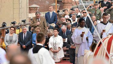 Jan Szyszko (stoi) podczas obchodów 300 lecia koronacji obrazu matki Boskiej Częstochowskiej. Jasna Góra, 26 sierpnia 2017