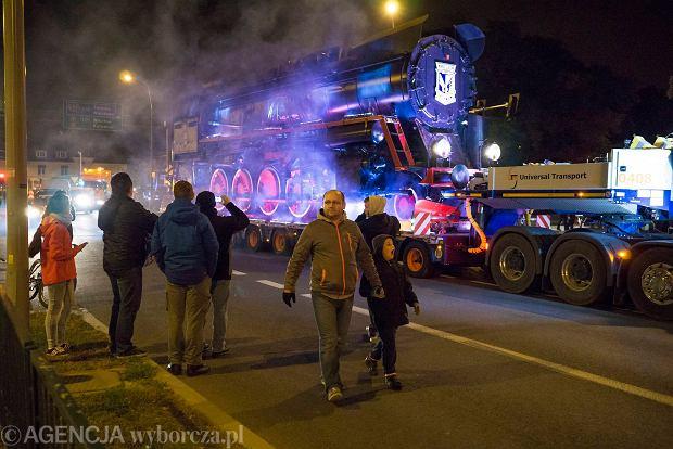 Zdjęcie numer 21 w galerii - Lech Poznań ma już swoją lokomotywę. Parowóz stanął przed stadionem przy Bułgarskiej