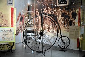 Kamyk z Mount Everestu dla papieża, narty Adama Małysza. Jakie skarby kryje Muzeum Sportu i Turystyki?