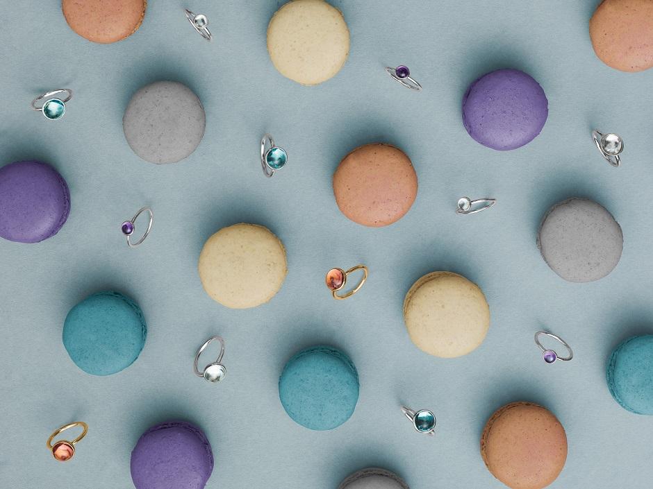 Wiosenne dodatki - kolorowa biżuteria (zdj. Pandora)