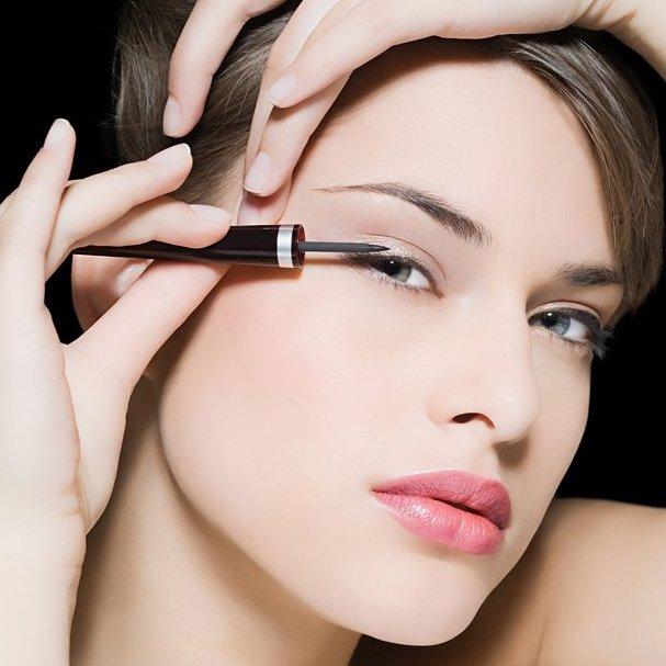 W p�ynie czy w kredce? Jaki eyeliner b�dzie dla ciebie najlepszy?