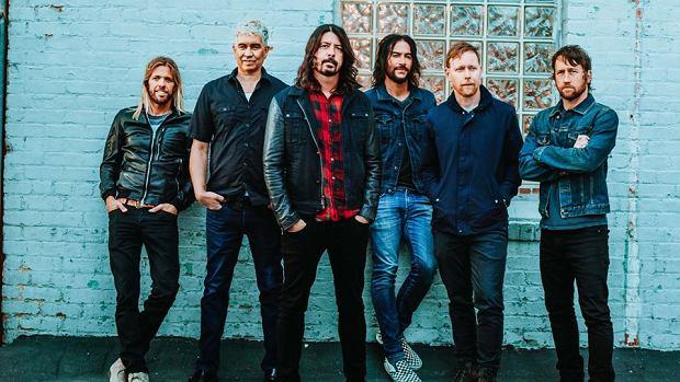 """Panowie z Foo Fighters postanowili zrobić kawał japońskiej publiczności, wykonując numer """"Never Gonna Give You Up"""". Cóż... rickroll wraca do żywych, a sam utwór zyskał drugie, piekielne życie!"""
