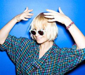 Sia potwierdziła, że poślubiła filmowca, Erika Andersa Langa.