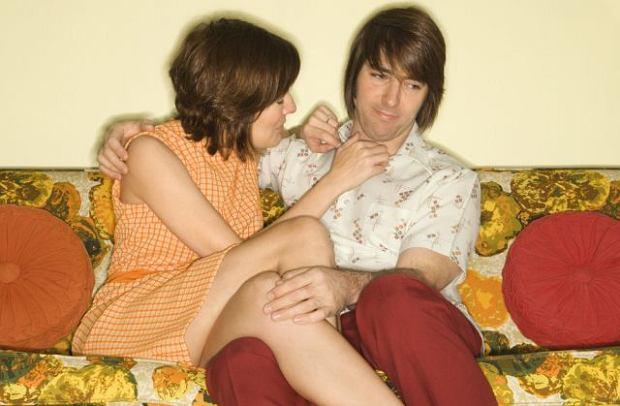 Na początku znajomości mężczyźni są bardziej pruderyjni niż kobiety?