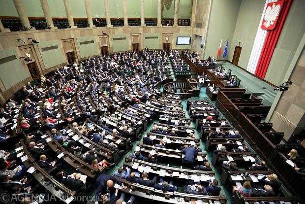 Zdjęcie numer 3 w galerii - Sondaż dla Gazeta.pl: Posłowie powinni zarabiać maksymalnie 3550 zł na rękę