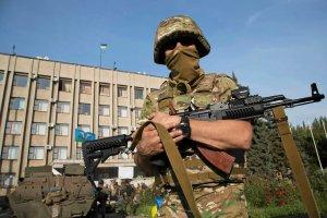 Ukrai�ska flaga na S�owia�skiem. Antyterrory�ci wyzwolili 5 miast w obwodzie donieckim