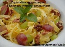 Tagliatelle w sosie serowym z orzechami w�oskimi i winogronami - ugotuj
