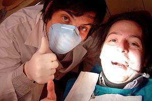 Próchnica - problem nie tylko z zębami. Przyczyny, objawy i leczenie próchnicy