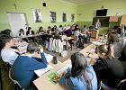 Po reformie przybyło nauczycielskich etatów? PiS-owski kurator manipuluje danymi
