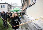 Parlamentarzy�ci na wagarach zamalowywali w Krakowie bazgro�y