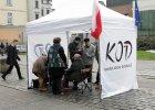 """Ludzie KOD zwyzywani w centrum Opola. """"Targowica, wypier....ć"""" [WIDEO]"""