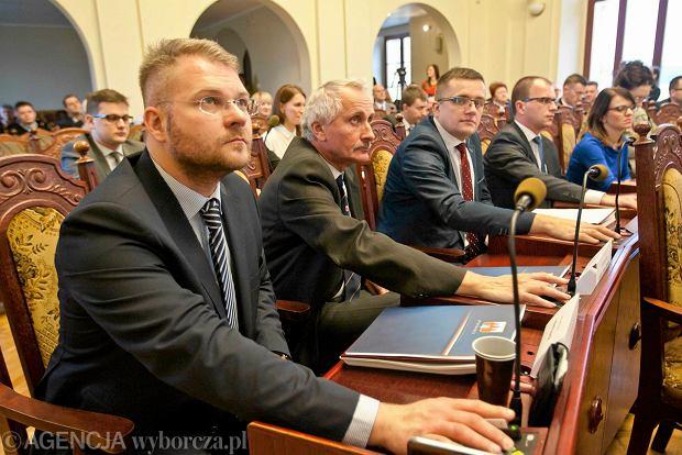 """Radny PiS Rafał Piasecki o Biedroniu: """"Gejom mówię stanowcze NIE, NIE, NIE!"""""""