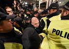 """Zadyma przed Teatrem Polskim. Protestuj�cy chcieli zablokowa� premier� sztuki """"�mier� i dziewczyna"""""""