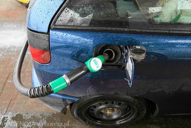 Wi�cej etanolu w benzynie zagrozi starszym samochodom