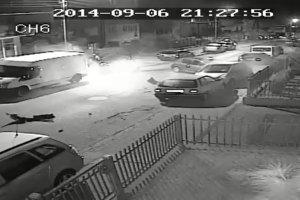 Kamera w Gdyni zarejestrowała, jak pijany kierowca taranuje opla
