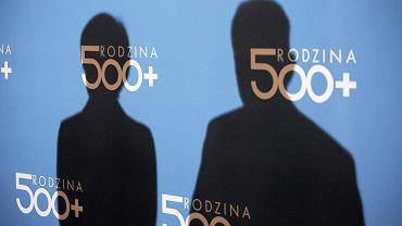 Sztandarowy projekt partii rządzącej: 'Rodzina 500 plus'. Rząd zlustruje samotne matki pod kątem praw do świadczenia. Na zdjęciu: konferencja minister Rafalskiej, Warszawa, 19 luty 2017