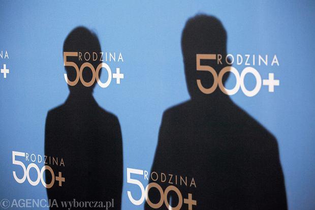 """Samotne matki są """"gorszego sortu"""". Niech Sejm uchwali, żeby bogato wyszły za mąż, a nie brały 500 plus"""