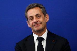 """Sarkozy wraca. """"Zbyt kocham Francj�, by pozostawa� poza polityk�"""""""