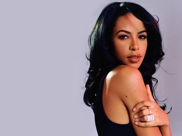 W dniu 37. urodzin zmarłej ponad 15 lat temu wokalistki, przypominamy piosenki, które zmieniły oblicze współczesnego brzmienia R&B raz na zawsze.