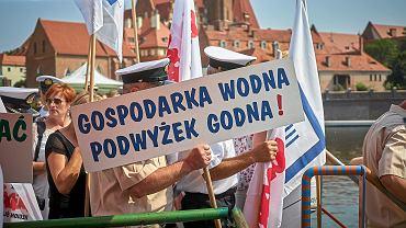 8.08.2015, Wrocław, pikieta pracowników Regionalnego Zarządu Gospodarki Wodnej.