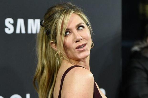 Zdjęcie numer 1 w galerii - Jennifer Aniston dawno nie wyglądała tak przeciętnie. Za to jej mąż skradł całe show.
