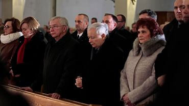 Starachowice, 16 stycznia 2018. Prezes PiS Jarosław Kaczyński na mszy w intencji swojej matki Jadwigi. Z prawej Danuta Krępa