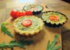 Tartaletki ze świeżymi ziołami i pomidorkami [Jakub Kuroń gotuje]