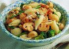 Makaron z grzybami i zielonymi warzywami