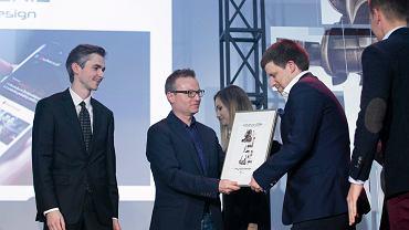 Wyróżnienie dla Wyborcza.pl na gali Konkursu Kreatura 2016 odbiera Roman Imielski szef redakcji Roman Imielski - Jury doceniło zaprezentowaną 16 października nową wersję naszego serwisu zaprojektowaną wspólnie z agencją Artegence. Strona została wyróżniona w kategorii techniki.