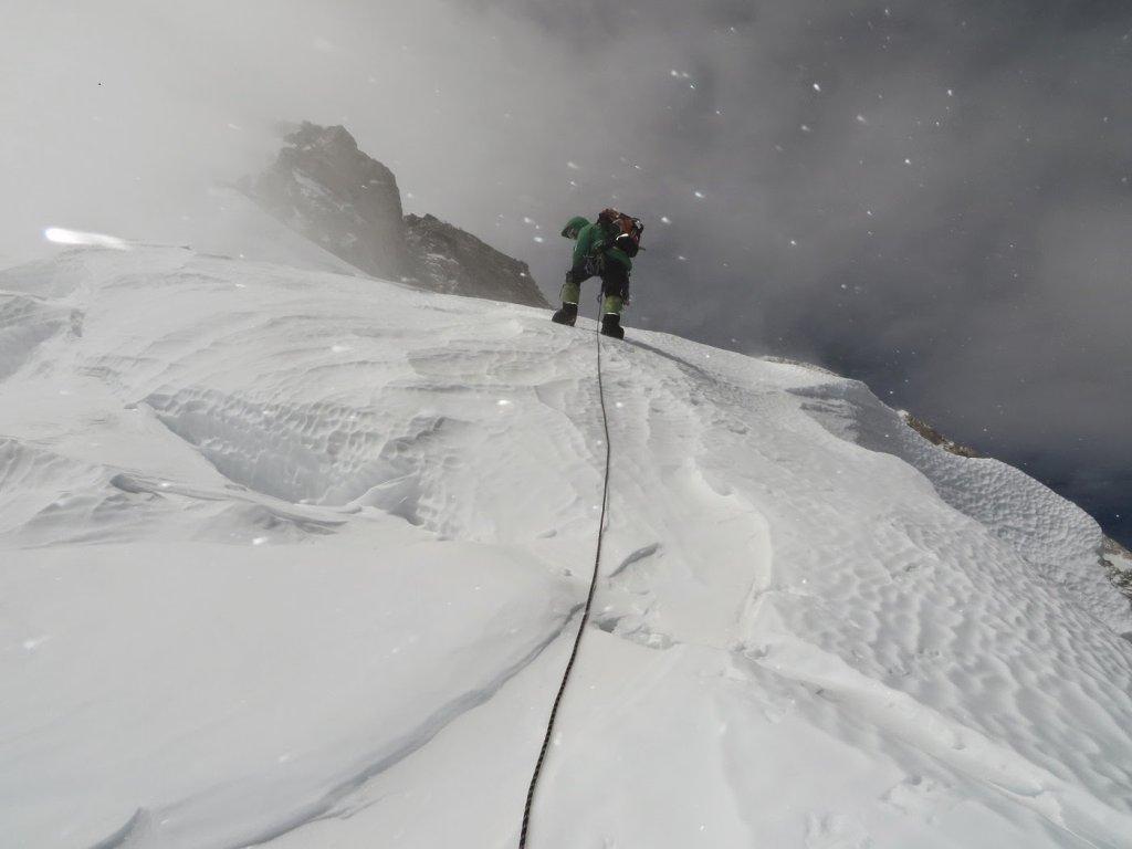 Kanczendzonga - wspinaczka na wysokości 7200 metrów. Na zdjęciu Alex Txikon.