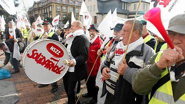 Pikieta emerytowanych górników Kompanii Węglowej przeciwko pozbawieniu ich deputatu węglowego, listopad 2014 r.