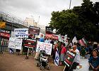 Izrael zwalnia palesty�skich wi�ni�w i zapowiada nowe osiedla na Zachodnim Brzegu