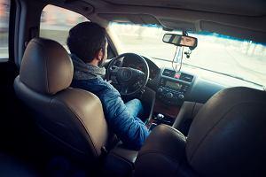 Co każdy kierowca zgodnie z przepisami powinien, a co warto dodatkowo mieć w samochodzie dla własnej wygody i bezpieczeństwa