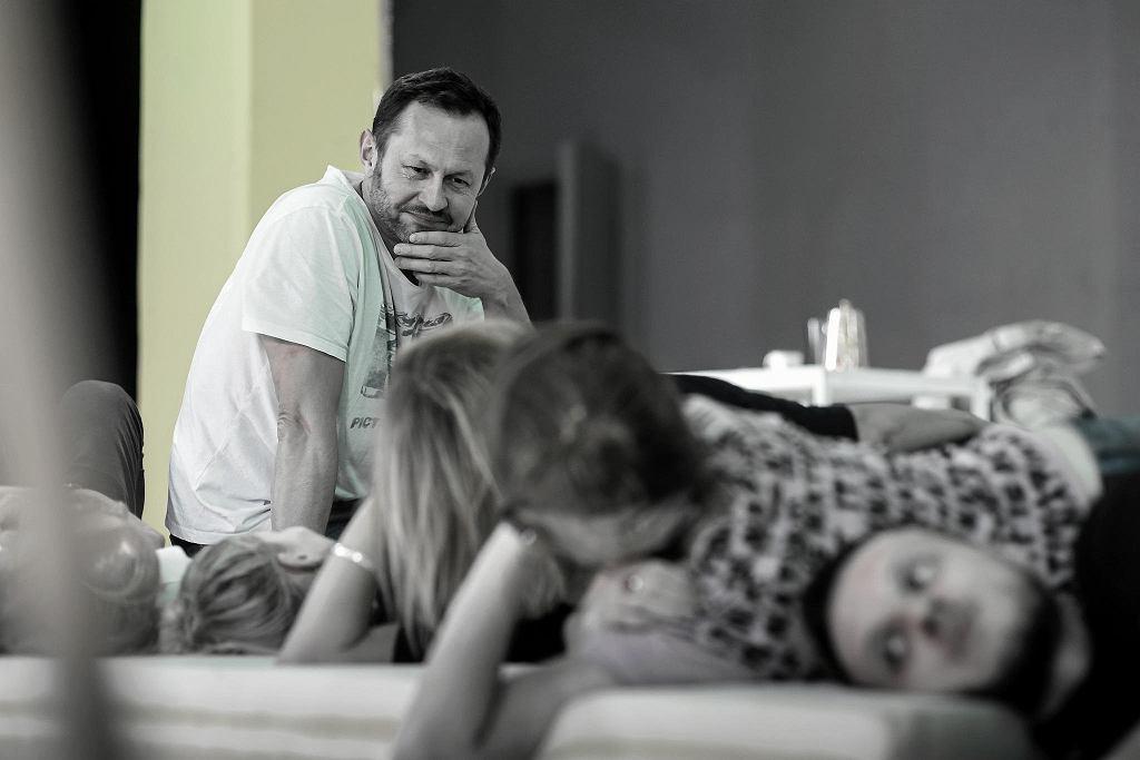 Andrzej Konopka na próbie w spektaklu 'Ośrodek wypoczynkowy' / fot. Rafał Paradowski/materiały prasowe
