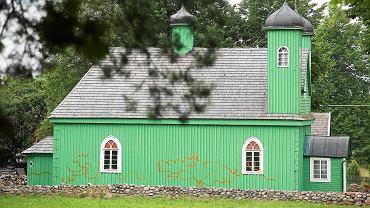 Zdewastowany meczet w Kruszynianach w 2014 roku. Tatarscy sygnatariusze listu przypominają to wydarzenie, w kontekście ciągle pojawiających się w Polsce aktów ksenofobii i nienawiści