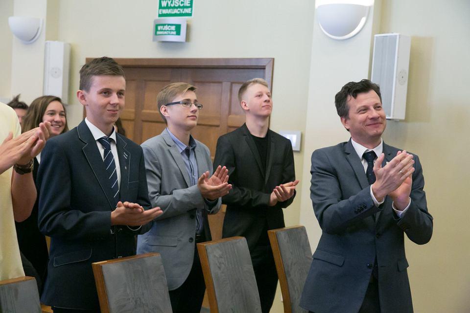 Zielona Góra. Tymon Radzik (z lewej) na spotkaniu z Markiem Michalakiem, Rzecznikiem Praw Dziecka